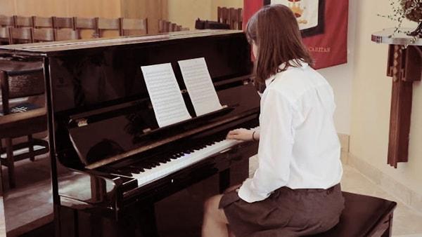 Mẹo học piano cho người lớn