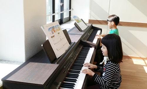 Lợi ích khi trẻ học piano