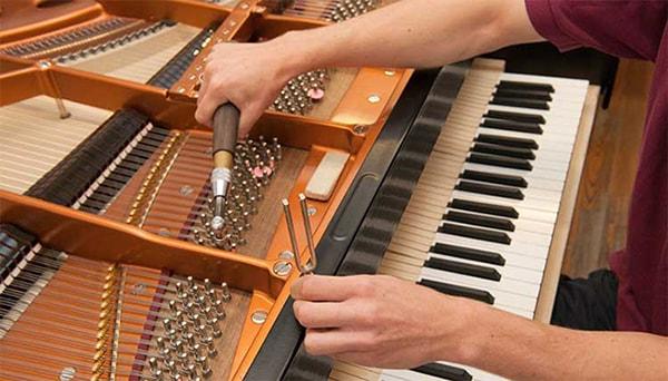 Nên mua đàn piano cơ hay điện? Điểm giống và khách nhau giữa 2 loại đàn