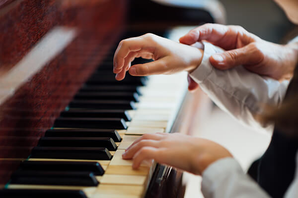 Cho trẻ học piano từ mấy tuổi?